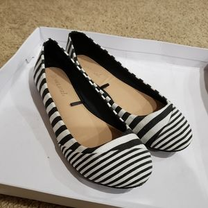 NWOT Wet Seal B&W Striped Flats